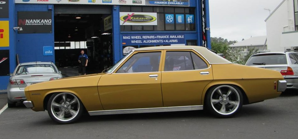 Holden HQ on Ridler R695