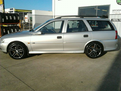 Holden Vectra on TSW Rivage