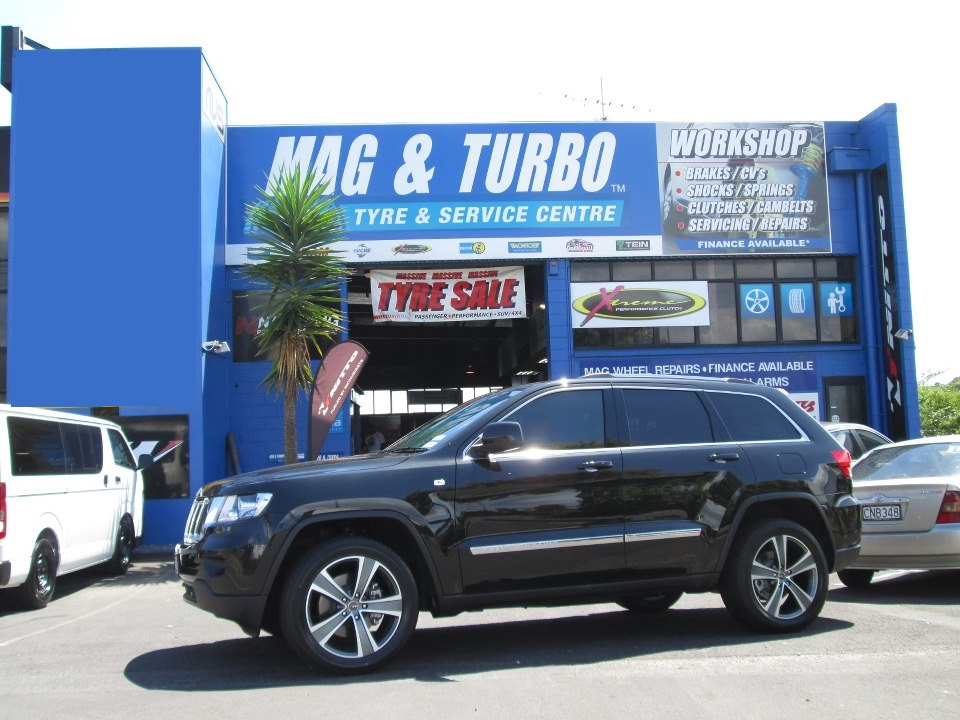 Jeep Grand Cherokee on MAK Fuoco5