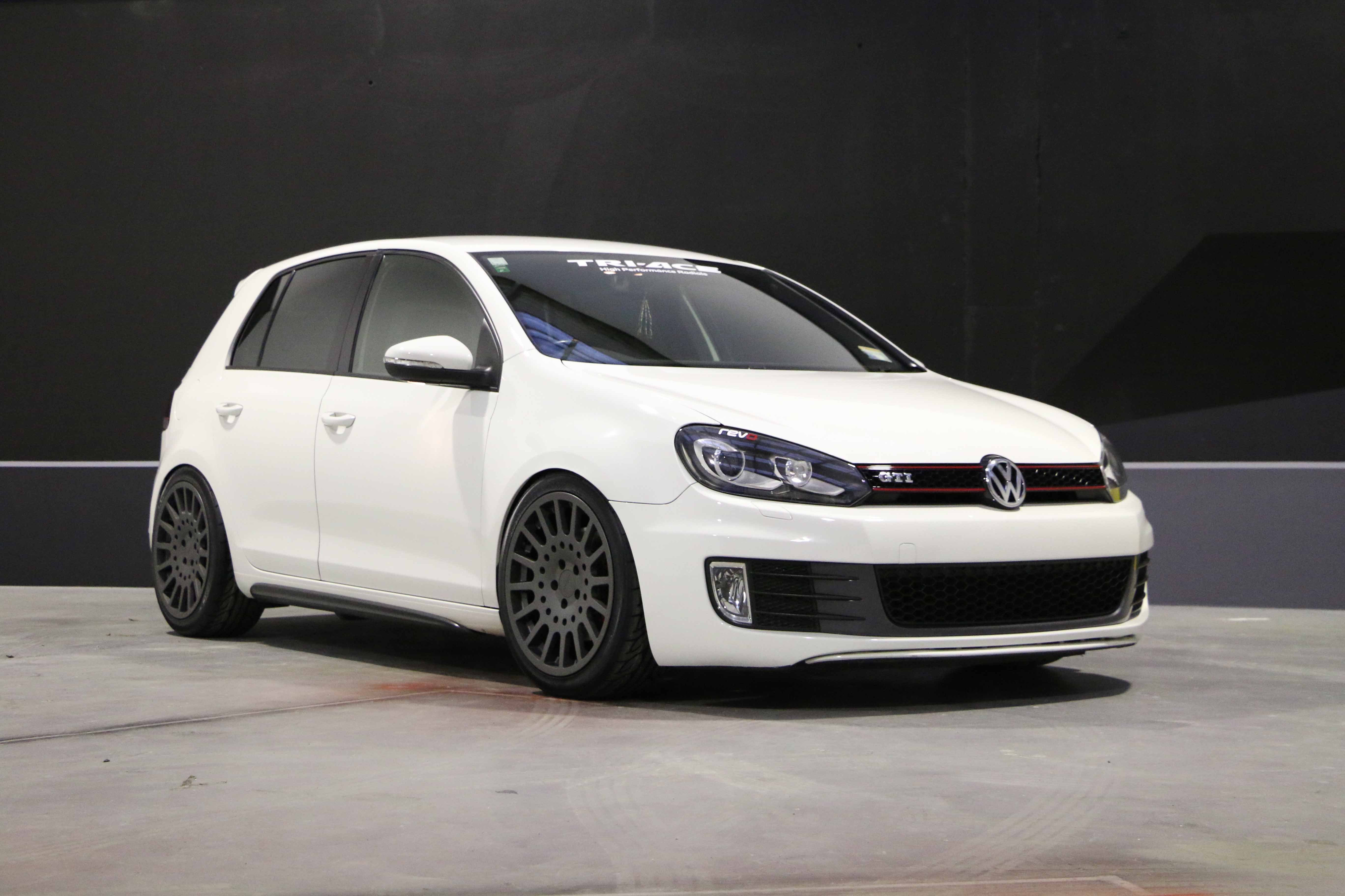 VW Golf TSW Holeshot 235/40R18 TriAce Racing King