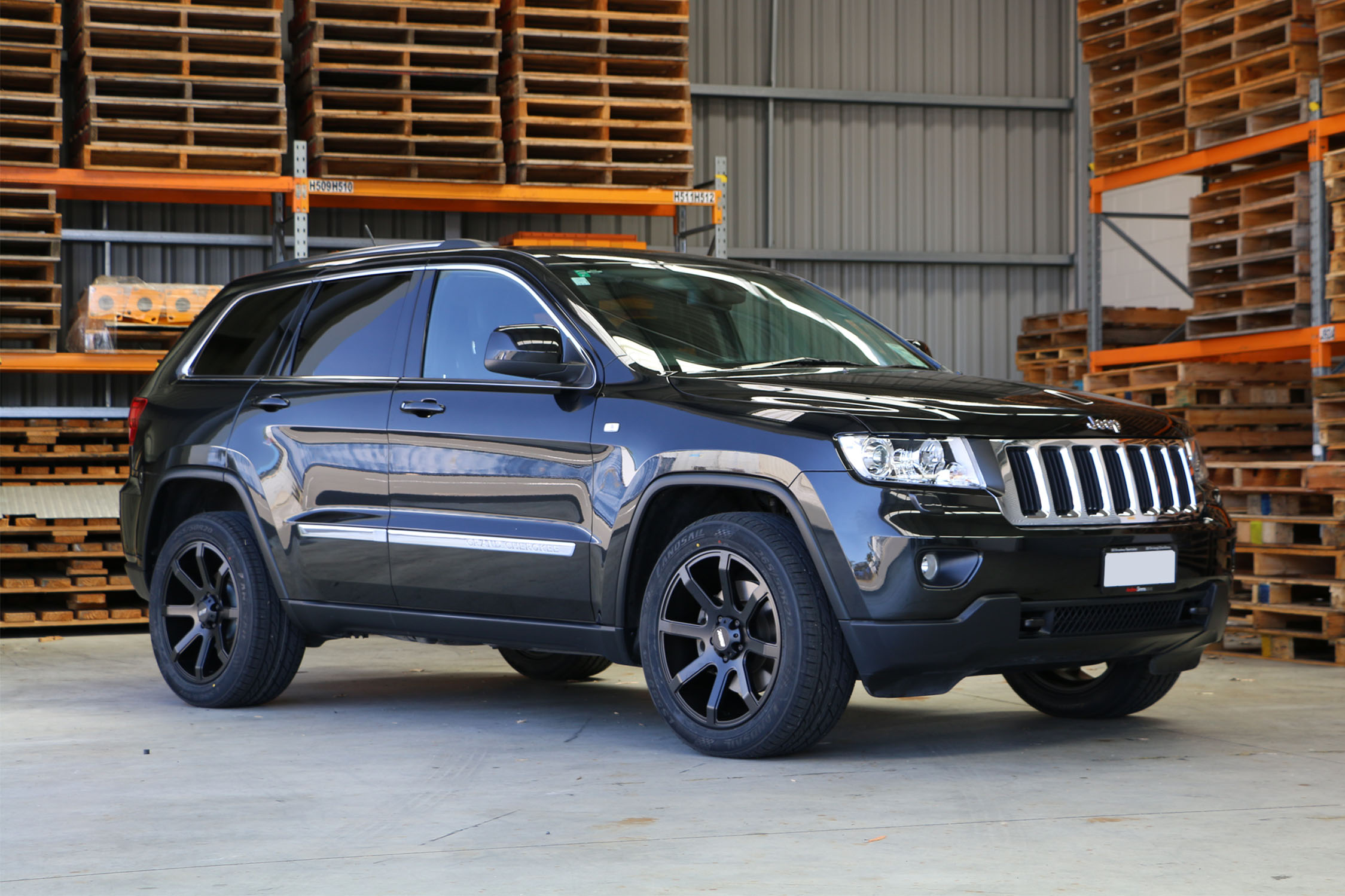 Jeep Cherokee on BGW Reload and Landsail LS588 SUV