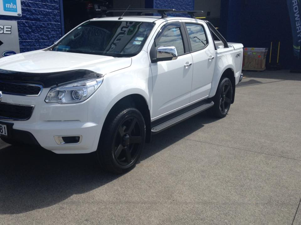 Holden Colorado on BGW Stroke & Landsail LS588