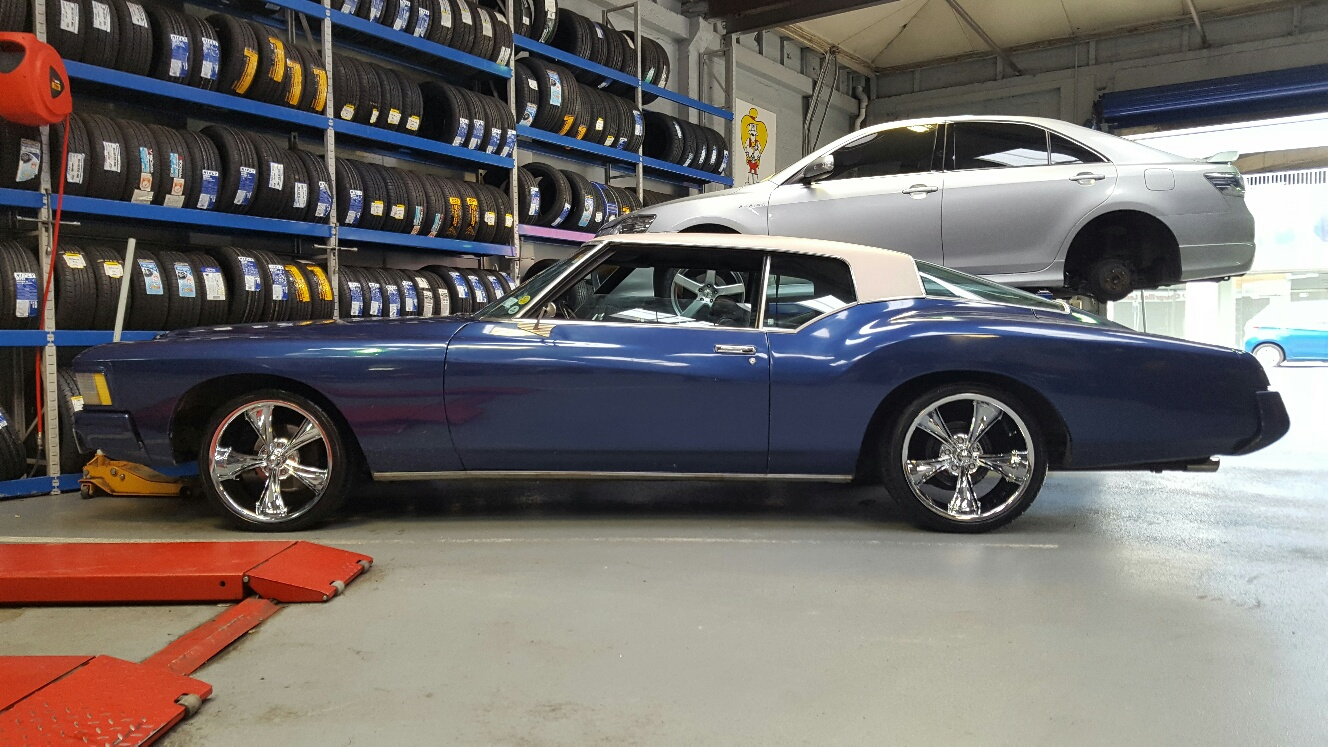 Buick Riviera on Ridler R695 255/35 & 275/35R20 D7