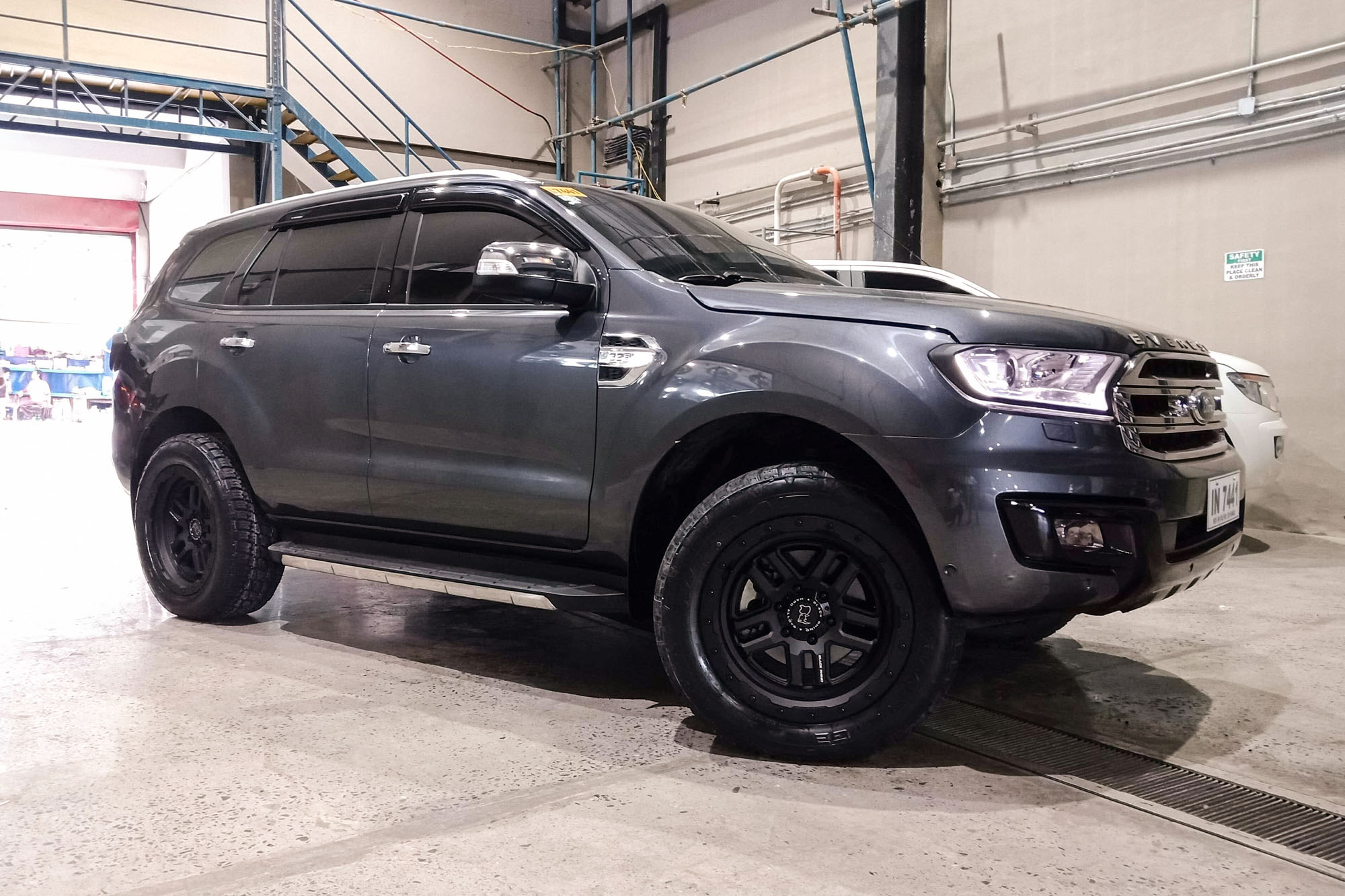 Ford Everest on Black Rhino Barstow