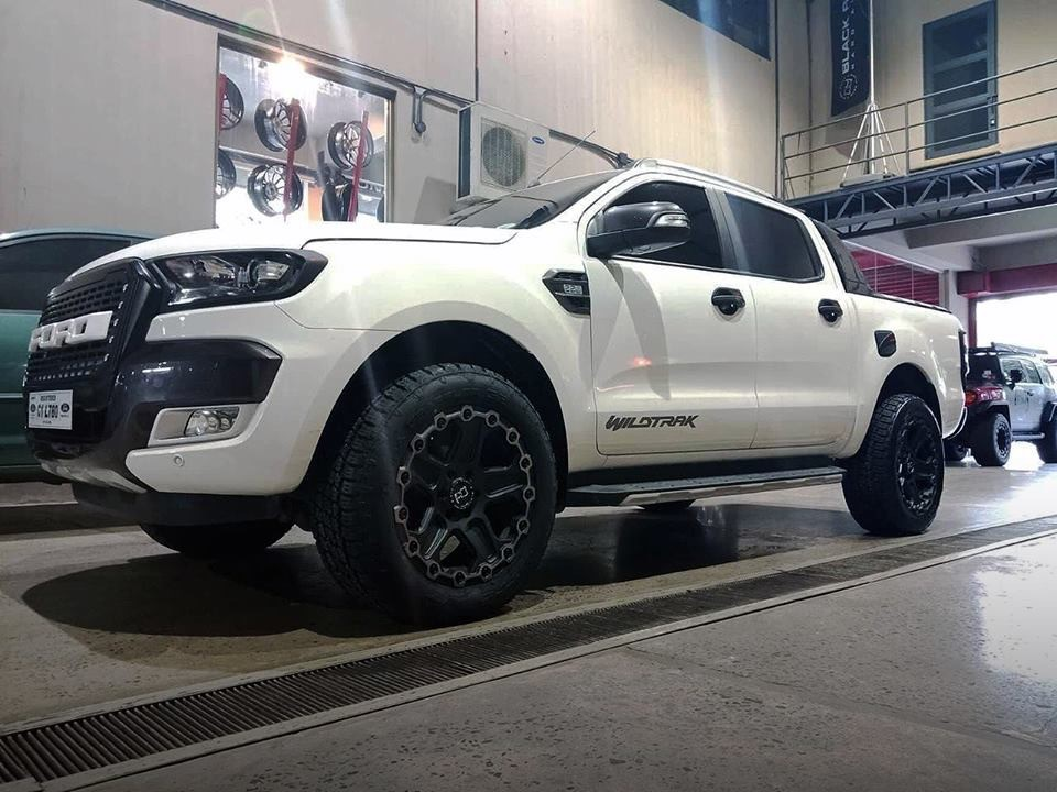 Ford Ranger on Black Rhino Cog