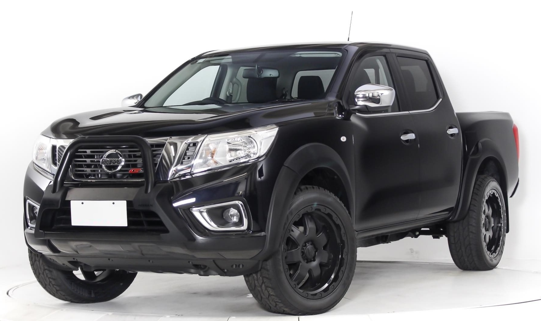 Nissan Navara on BGW Shackle
