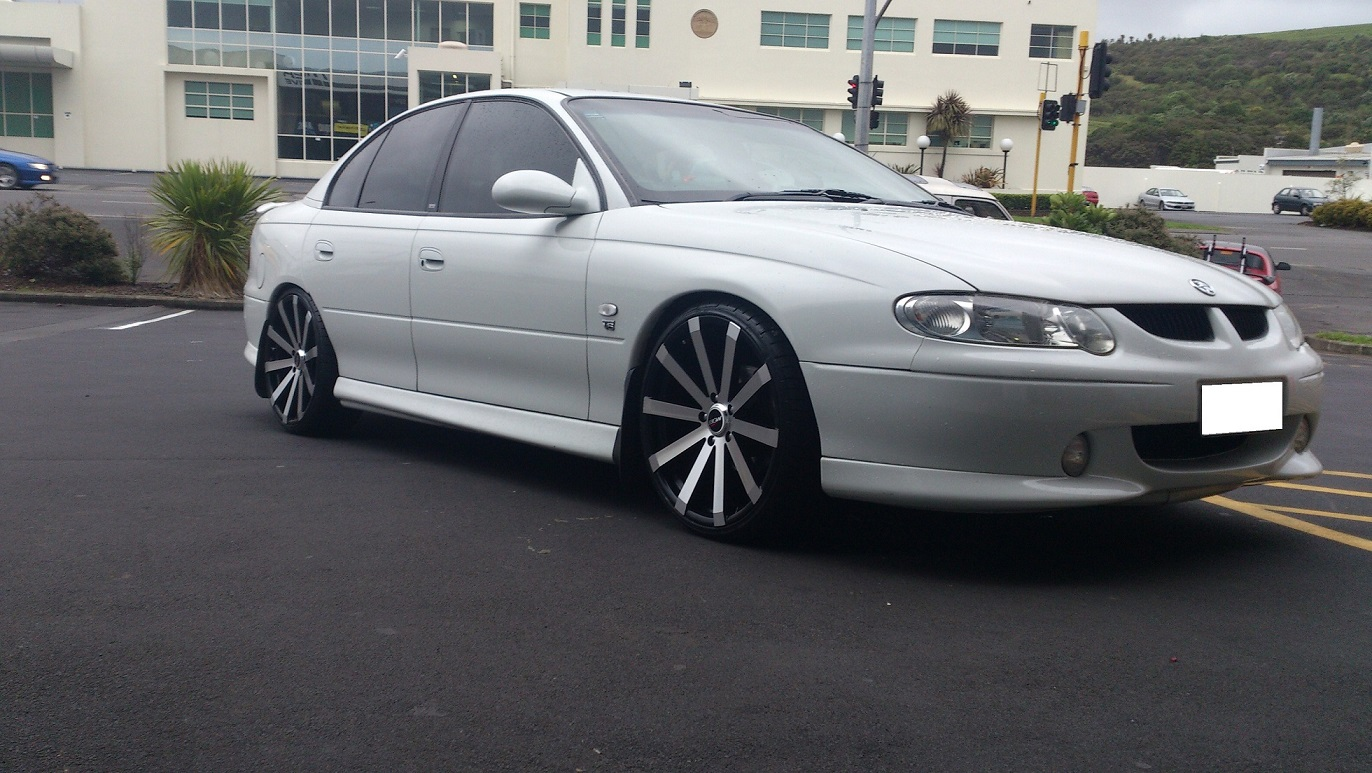 Holden Commodore on BGW VM12